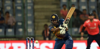 Mathews nearly pulls off miracle, but England prevail
