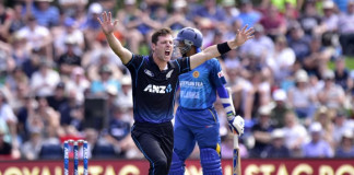 Matt Henry (Front) of New Zealand appeals for an LBW call on Tillakaratne Dilshan of Sri Lanka during the first ODI cricket match between New Zealand and Sri Lanka ©AFP
