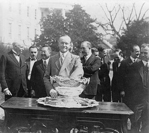 Calvin Coolidge in the middle of the draw in 1927. Photo Credits : AFP
