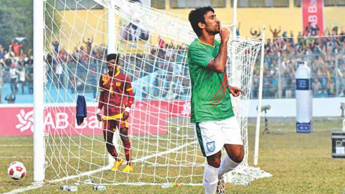 Bangladesh picks apart Sri Lanka defense