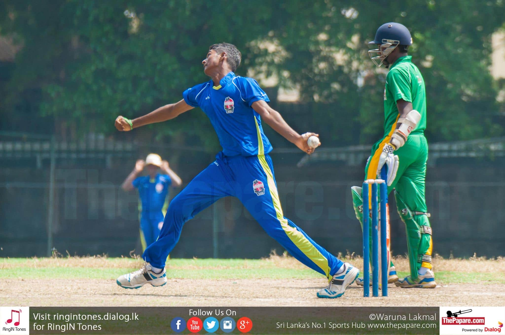St. Aloysius College, Galle recorded a stunning 2-wicket victory over the strong Isipathana College outfit in their 'Singer Trophy' Under 19 Schools T20 Tournament 2015/16 Pre- Quarter Final encounter played at Mahinda College, Grounds on Thursday. With this win, St. Aloysius College advanced to the quarter-finals where they will take on S. Thomas' College, Mount Lavinia. After opting to bat first, Isipathana managed to score only 104 runs as they were bowled out in the penultimate delivery of their innings. Wicket-keeper batsman Vishad Randika top- scored with 25 while left-handed vice-captain Pramod Maduwantha made 17. In-form bowlers, Ravindu Sanjana and Sajith Sankalpa took 4 wickets each. The boys from Galle chased down the target with two balls to spare. Gihan Niroshan played a blinder of an innings to anchor them to victory scoring an unbeaten 37 runs. Left-arm spinner Lahiru Dilshan picked up 3 wickets for the hosts'. Isipathana - 104 in 19.5 overs (Vishad Randika 25, Pramodh Madhuwantha 17, Ravindu Sanjana 4/10, Sajith Sankalpa 4/17) St. Aloysius - 106/8 in 19.4 overs (Gihan Niroshan 37 n.o., Navindu Nirmal 17, Lahiru Dilshan 3/19