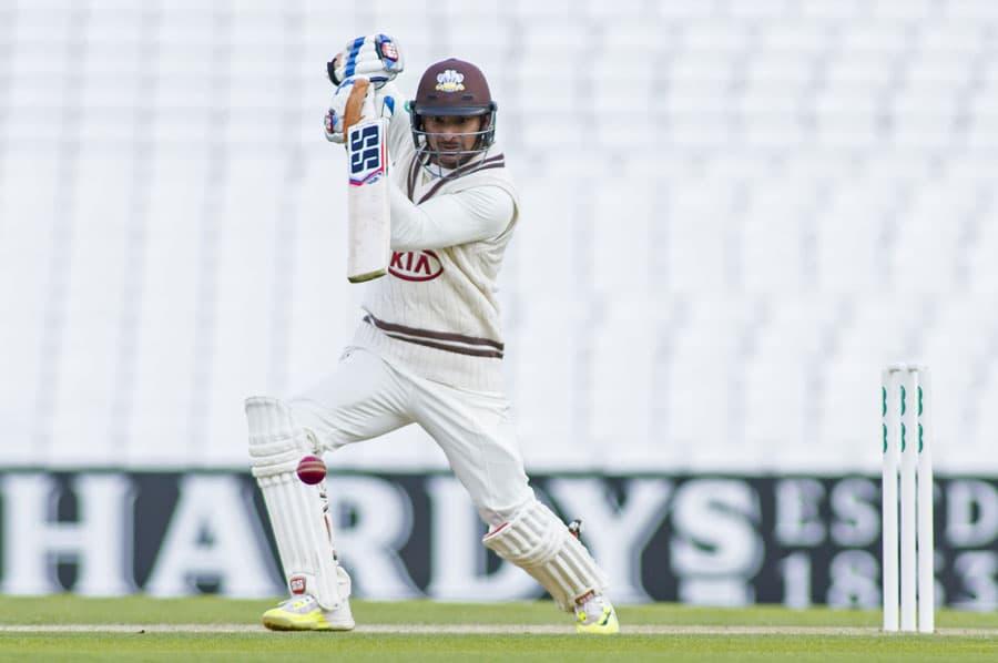 Former-Sri-Lankan-batsman-Kumar-Sangakkara-rings-the-fiver-minute-bell