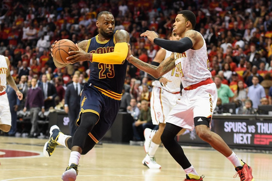 Cavs beat Hawks to advance, 100-99 in game 4