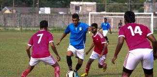 Colombo FL player breaks away from Play Ground FL defense (Senior Inter League)
