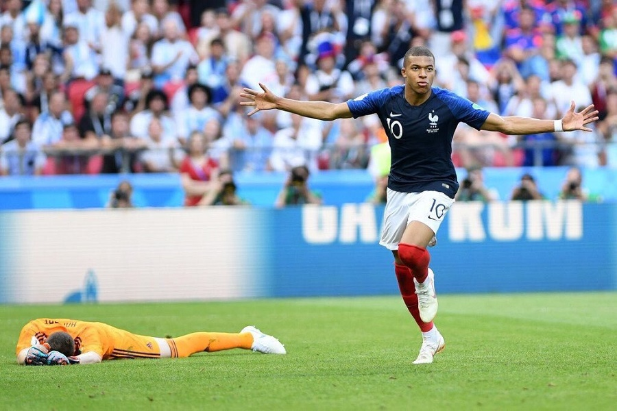 e89c583a105d47 Mbappe double knockout Argentina in a classic