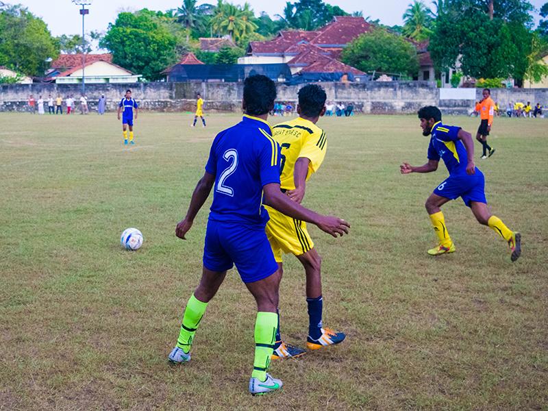 Golden Rise player in pursuit (Photo - Ranmina Jayasinghe)