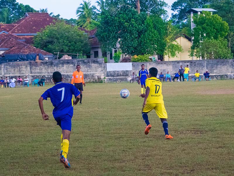 Great Star and Golden Rise players runs after the ball (Photo - Ranmina Jayasinghe)