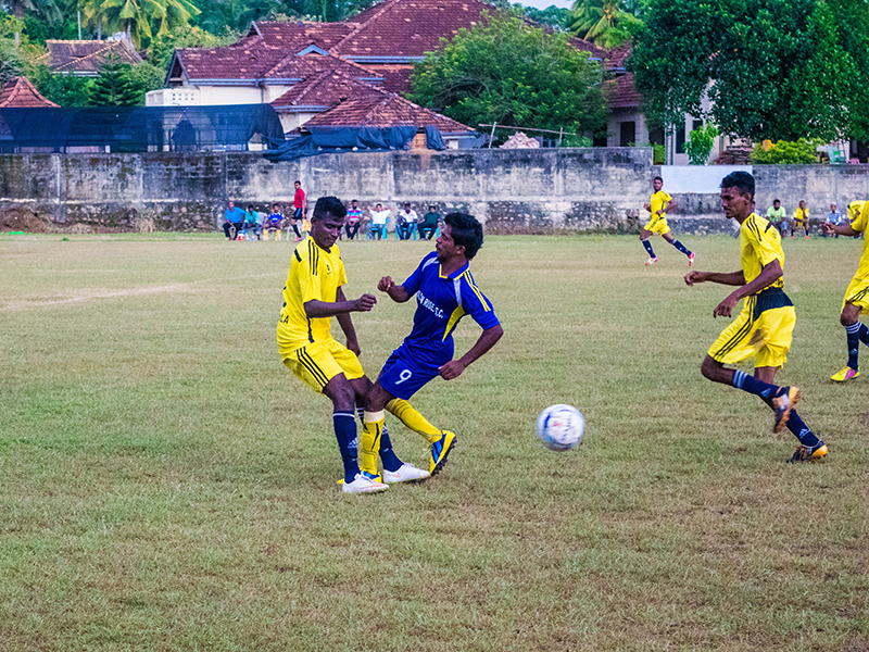 Great Star and Golden Rise players tussling for the ball (Photo - Ranmina Jayasinghe)