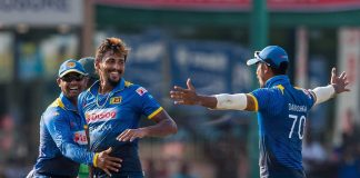Sri Lanka pummel hosts to make it to Final