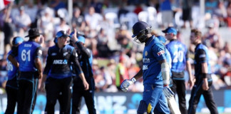 Sri Lanka's Angelo Mathews walks from the field after being dismissed during the fifth one day international cricket match between New Zealand and Sri Lanka at the Bay Oval in Mount Maunganui on January 5, 2016. AFP PHOTO / MICHAEL BRADLEY / AFP / MICHAEL BRADLEY