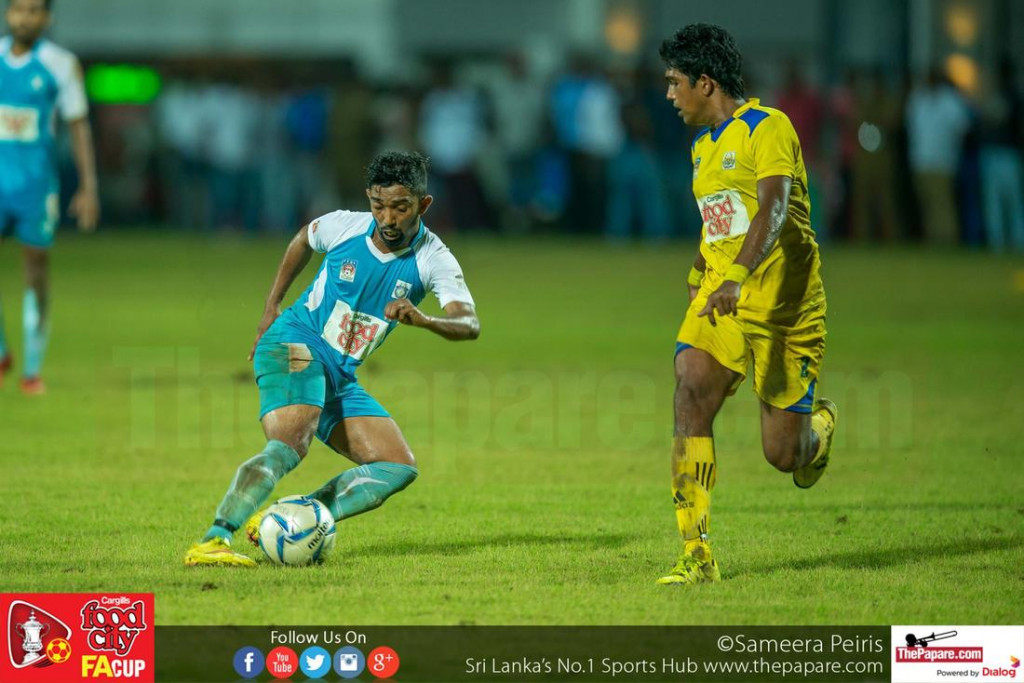 Mohamed Fazal (L) trying to evade Chanuka Eranga (R) - FA Cup 2016 Semi Final