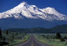 Mount-Everest-China-and-Nepal-Border