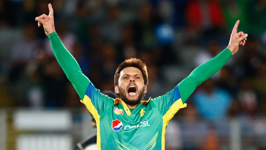 Shahid-Afridi-of-Pakistan-celebrates-his-wicket