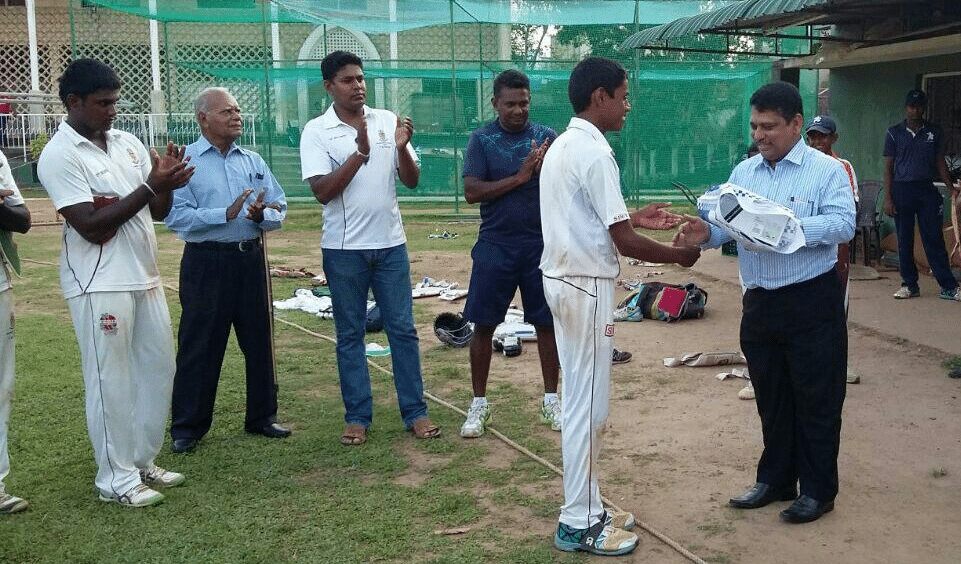 Zahirians' applaud Rajan Cricketer for sporting gesture