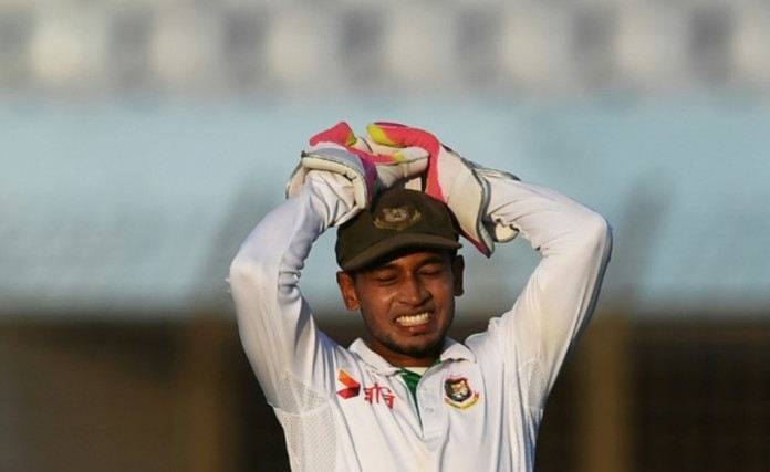 Bangladesh captain Mushfiqur Rahim shows his frustration during the third day's play of the first Test against England at Zahur Ahmed Chowdhury Cricket Stadium in Chittagong on October 22, 2016 ©Dibyangshu Sarkar (AFP/File)