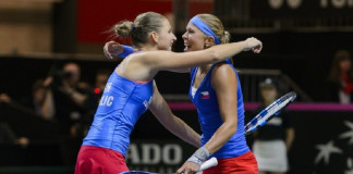 Defending champions Czechs face France in FedCup final