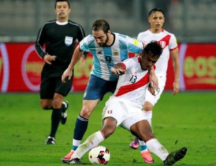 Football Soccer - World Cup 2018 Qualifier - Argentina v Peru - Nacional Stadium, Lima, Peru