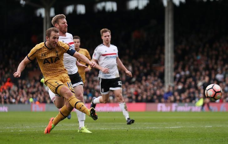 Kane nets hat-trick as Tottenham stroll past Fulham