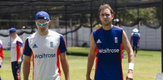 England's James Anderson (L) who is injured talks with Stuart Broad during a training session in Durban, South Africa, December 24, 2015. REUTERS/Rogan Ward