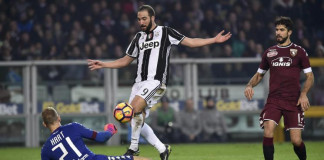 Juventus snatch win in Turin derby with Higuain brace
