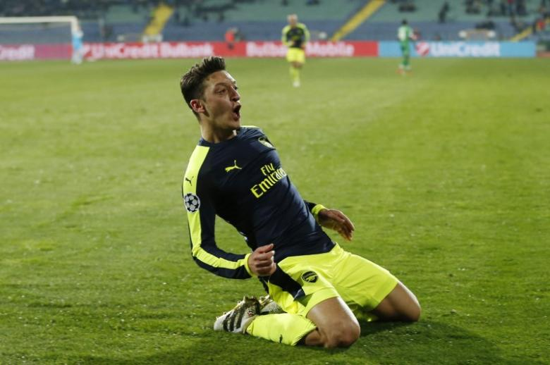 Arsenal earn comeback win to reach knockout round