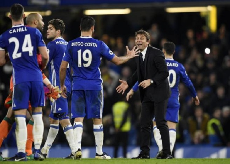 Chelsea extend lead at the top, United leave it late