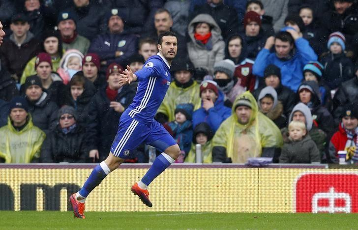 Chelsea extend lead but champions Leicester lose again