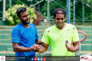 Figure 1All smiles after the final. Sanka Atukorale (L) exchanges pleasantries with Dissanayake (R)