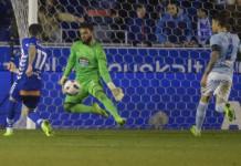 Football Soccer - Alaves v Celta Vigo - Spanish King's Cup Semi-final second leg - Mendizorroza, Vitoria, Spain, 08/02/17 Alaves' Edgar Mendez (L) scores a goal past Celta Vigo's goalkeeper Sergio Alvarez. REUTERS/Vincent West