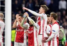 Soccer Football - Ajax Amsterdam v Schalke 04 - UEFA Europa League Quarterfinal first leg - Amsterdam Arena, Amsterdam, Netherlands - 13/04/17 Ajax Amsterdam players celebrates their victory over Schalke 04. REUTERS/United Photos/Toussaint Kluiters